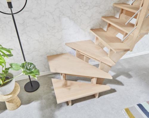 Holztreppe Intercon Nizza | gewendelter Verlauf | mit Holz/ Metallgeländer
