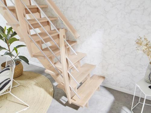 Holztreppe Intercon Nizza | gerader Verlauf | mit Holz/ Metallgeländer