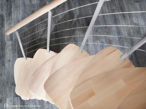 Raumspartreppe Euro Step | Metallfarbe Italo-Silber | Stufendesign Buche natur