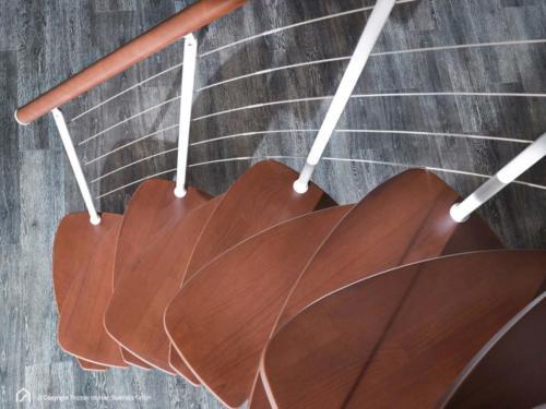 Raumspartreppe Euro Step | Metallfarbe Polar-Weiß | Stufendesign Buche dunkel